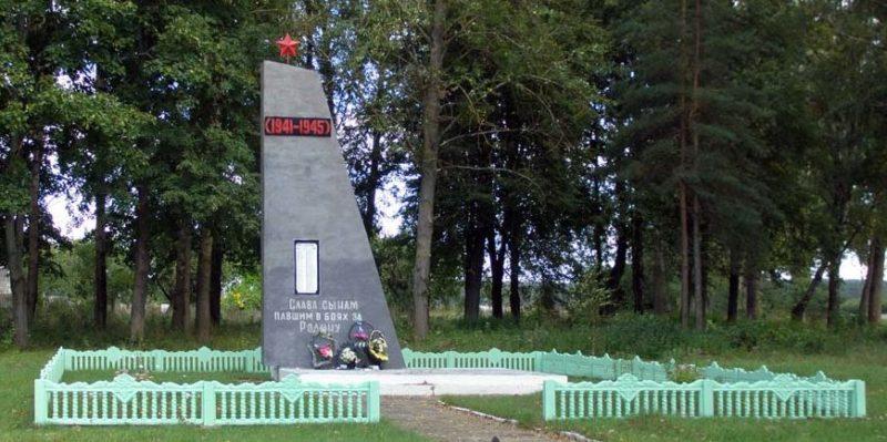 д. Молдовичи Дятловского р-на. Памятник, установленный в 1968 году в память о 74 земляках, не вернувшимся с войны.