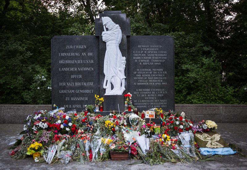 г. Ганновер. Военное кладбище на северном берегу Машзее, где похоронено 154 советских воинов и 282 жертвы принудительного труда из стран Европы.