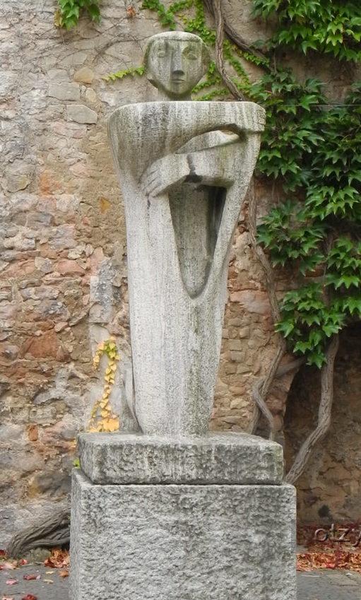 г. Ганновер. Памятник у Кирхи Св. Эгидия жертвам бомбардировок в апреле-мае 1945 года.
