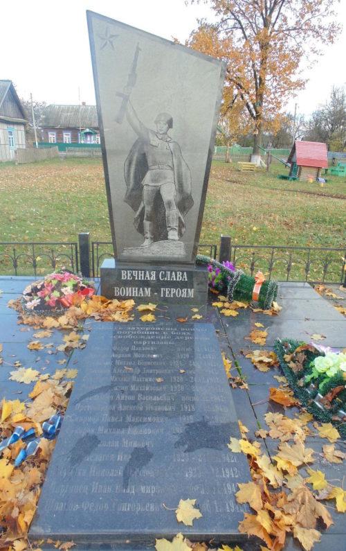д. Букча Лельчицкого р-на. Памятники погибшим в годы войны по улице Ленинской.