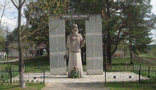 д. Сидоровичи Чечерского р-на. Памятник, погибшим в годы войны.