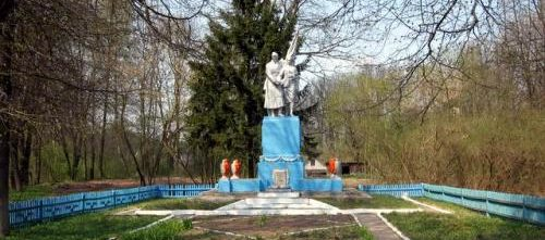 д. Ногородовичи Дятловского р-на. Памятник, установленный в 1967 году в память о 36 земляках, не вернувшимся с войны.