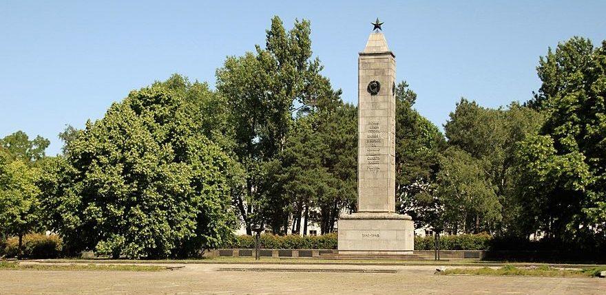 г. Эйзенхюттенштадт. Памятник на советском военном кладбище.