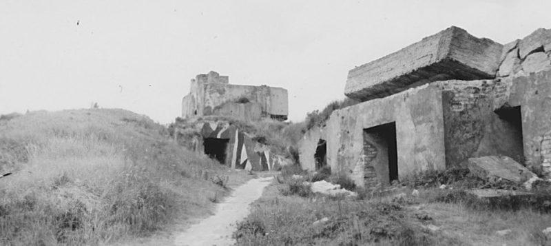 Руины одной из береговых батарей.