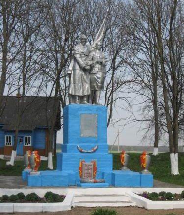 д. Погири Дятловского р-на. Памятник, установленный в 1967 году в память о 37 земляках, не вернувшимся с войны.