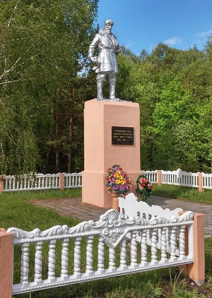 д. Ошурки Щучинского р-на. Памятник советским воинам и партизанам.