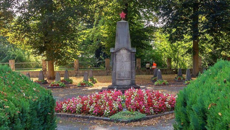 г. Хайльбад-Хайлигенштадт. Памятник на кладбище, где захоронены советские военнопленные погибшие в концлагере «Dingelstädter Straße 28».