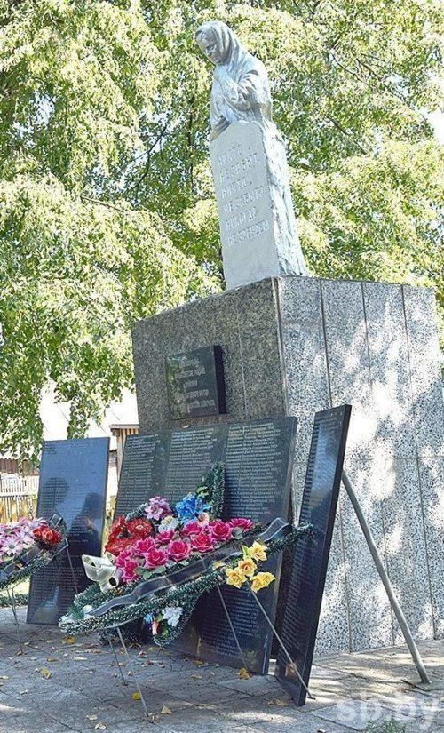 д. Глушковичи Лельчицкого р-на. Памятник погибшим односельчанам.