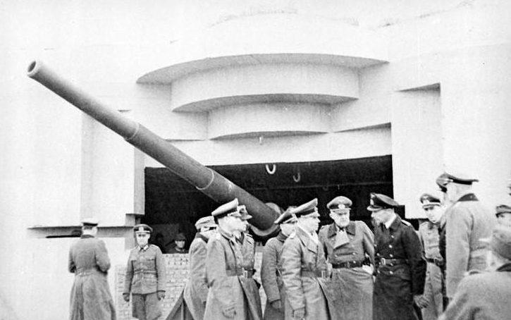 Роммель инспектирует крепость. 10 февраля 1944 г.