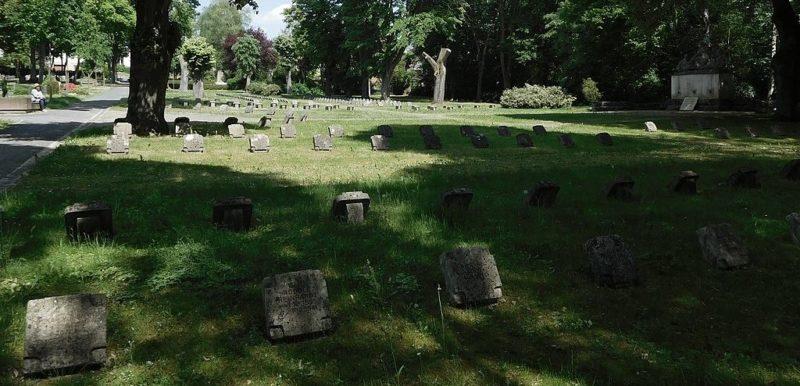 Солдатские могилы.