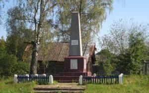 д. Щенец Щучинского р-на. Памятник землякам, погибшим в годы войны.