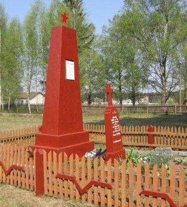 д. Руда Яворская Дятловского р-на. Памятник, установленный на братской могиле, в которой похоронены мирные жители, семья Кашкало Иосифа (5 человек), расстрелянные немецко-фашистскими захватчиками 3 декабря 1943 года.