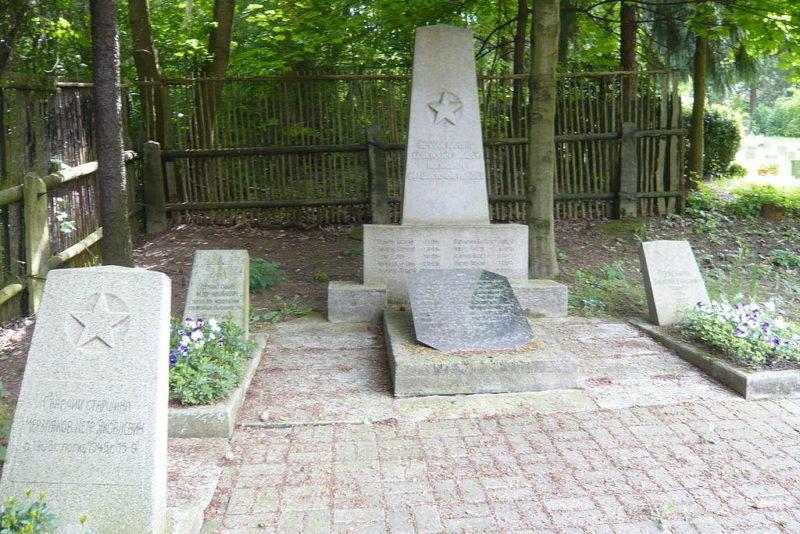 г. Ауэ. Памятник на месте братской могилы советских воинов.