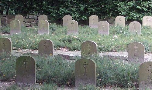 д. Гельмигаузен. Братские могилы, в которых захоронено 107 советских военнопленных.
