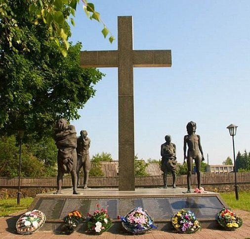д. Тонеж Лельчицкого р-на. Мемориал сожженной деревни.