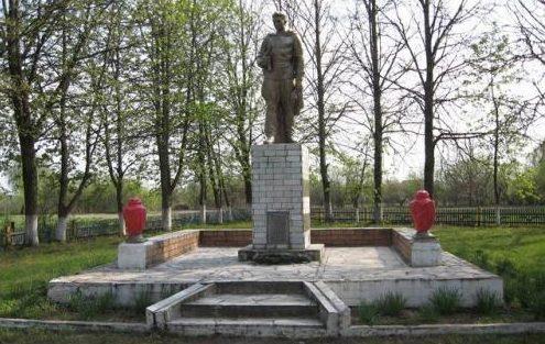 д. Ходевляны Дятловского р-на. Памятник, установленный в 1968 году в память о 57 земляках, не вернувшимся с войны.