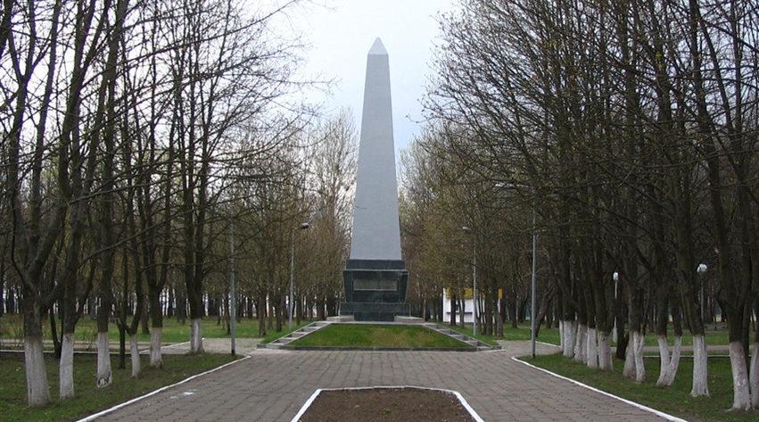 г. Щучин. Обелиск в память погибших в годы войны.