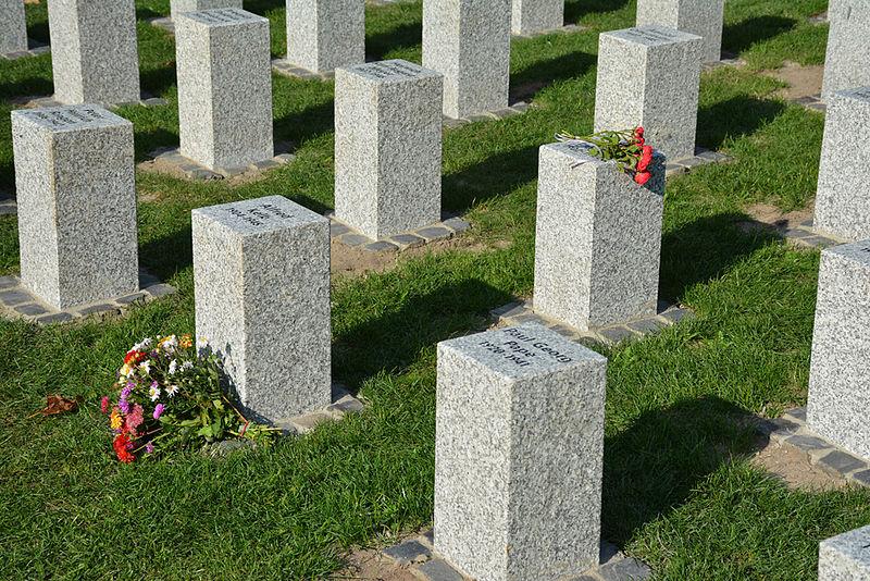 г. Зевен. Мемориал погибшим землякам, погибшим во время Второй мировой войны.