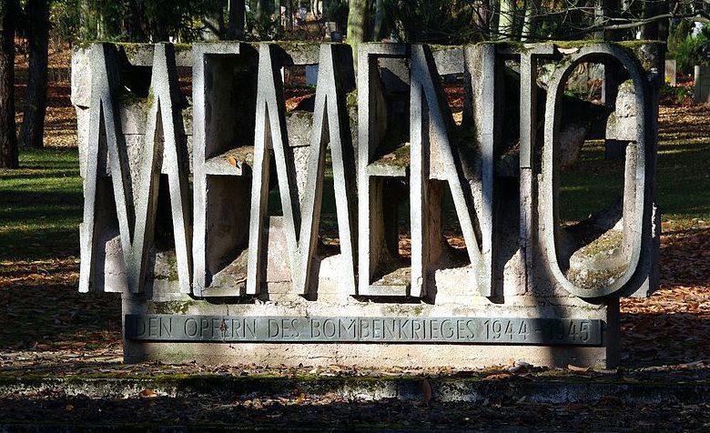 Памятник жертвам бомбардировок.