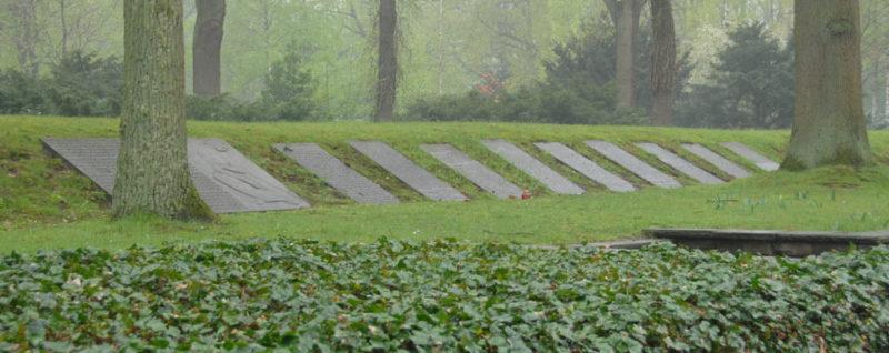 Братские могилы жертв концлагерей.