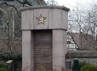 Коммуна Вайнбёла. Памятник, установленный на братской могиле, в которой похоронен 21 советский воин.