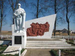 д. Голынка Зельвенского р-на. Памятник землякам, погибшим в годы войны.