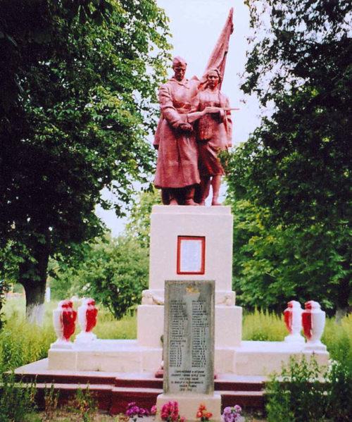 п. Деречин Зельвенского р-на. Памятник землякам, погибшим в годы войны.