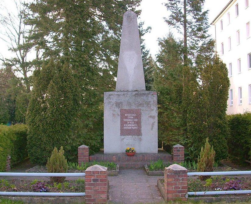 г. Виттихау. Памятник советским воинам.