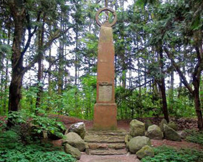 Коммуна Зуструм-Мор. Памятники на месте концлагеря «Emslandlager V» , где содержалось 1 650 польских военнопленных.