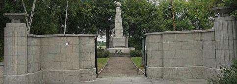 г. Гёрлиц. Памятник, установленный на братской могиле, в которой похоронено 177 советских воинов 223 военнопленных.