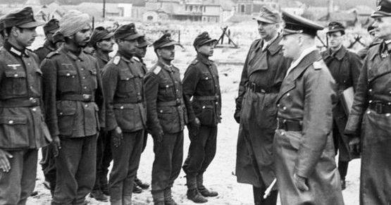 Роммель инспектирует защитников крепости. 1944 г.