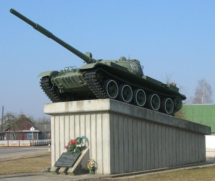 г. Зельва. Памятник- танк освободителям города.