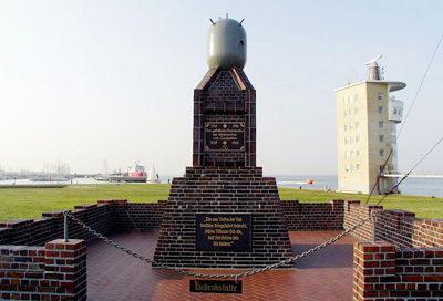 г. Куксхафен, Деминер. Памятник саперам, погибшим в обеих мировых войнах.