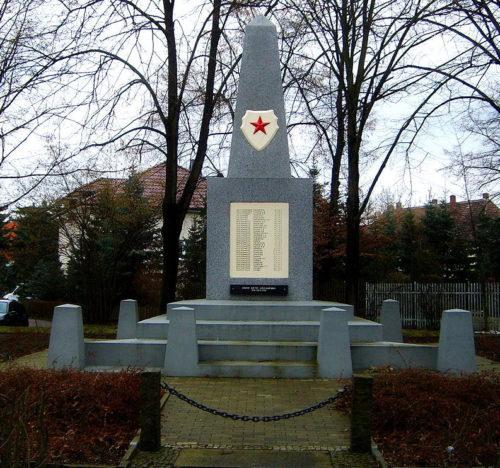 г. Грёдиц. Памятник советским воинам.