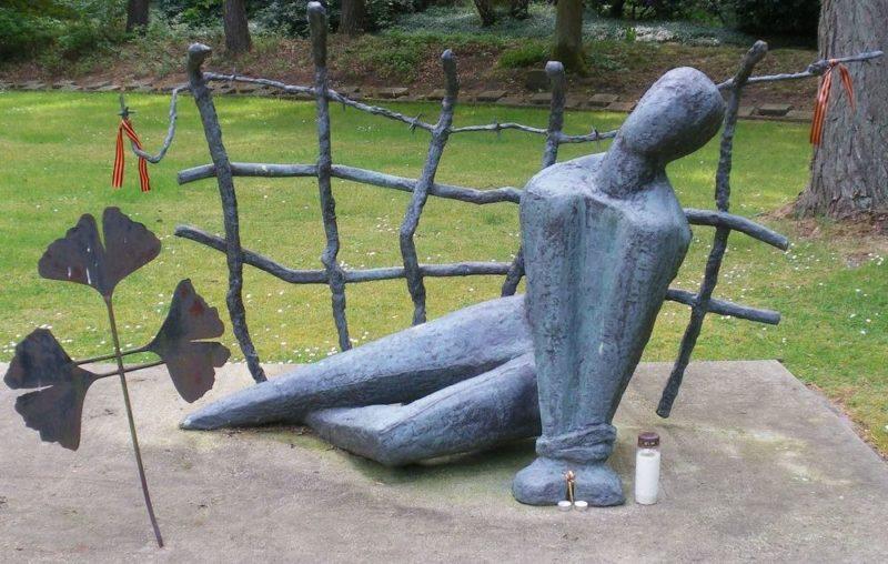 Памятник погибшим в концлагере.