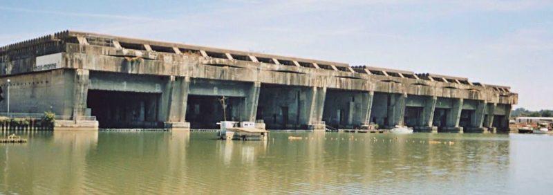 Вид бункера для подводных лодок в Бордо.
