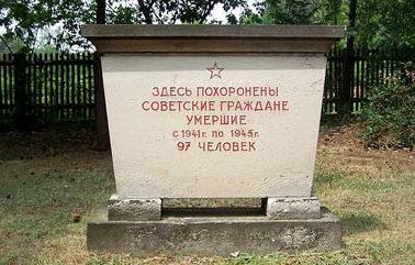 г. Дрезден. Памятник, установленный у братских могил, в которых похоронено 97 советских подневольных рабочих и солдат, погибших во Второй мировой войне.