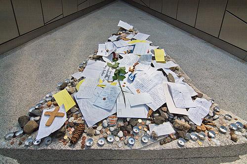 п. Лохейде. Памятник жертвам Второй мировой войны.
