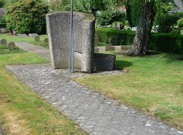 г. Мелле. Памятник на кладбище, где похоронены немецкие солдаты, умершие в госпитале.