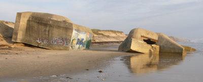 Остатки бункеров на Серебряном пляже.