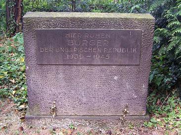 г. Дрезден. Памятники на братских могилах польских, чешских, румынских и венгерских подневольных работников.
