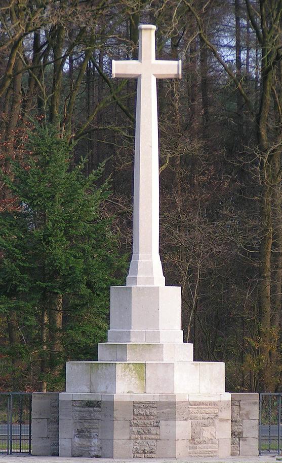 Крест на воинском захоронении.