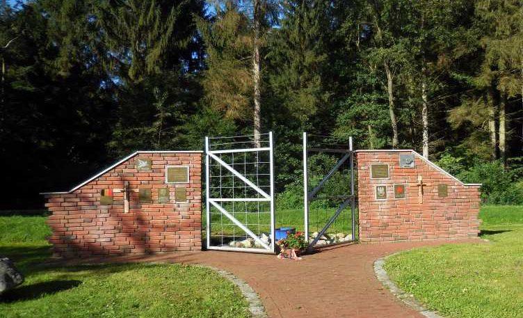 п. Остерхайде. Памятник на месте концлагерей «Stalag XIB» и «Stalag 357».