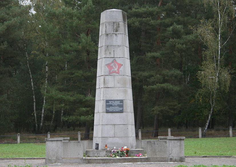 д. Зщапа. Мемориал советским воинам на кладбище.