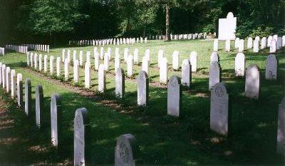 г. Оснабрюк. Голландское военное кладбище, где похоронено 393 воинов, погибших в годы Второй мировой войны.