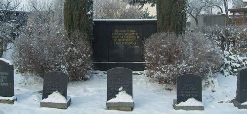 д. Коттмарсдорф. Памятник, установленный на братской могиле, в которой похоронено 47 советских воинов.