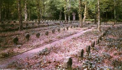 Коммуна Тюне. Польское военное кладбище, где похоронено 255 польских жертв Второй мировой войны.