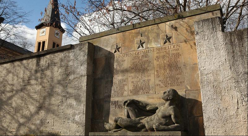г. Нидерау. Памятник павшим немецким солдатам.