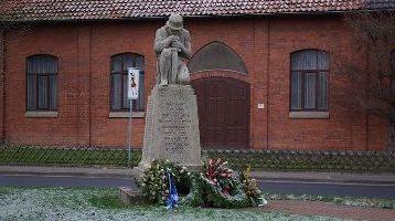 г. Харкенблек. Памятник землякам, погибшим в годы обеих мировых войн.