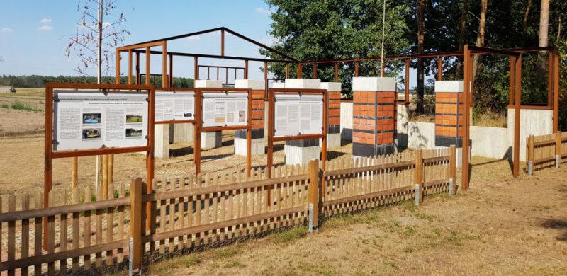 п. Хемзен. Памятник на месте военного госпиталя, где находилось 1 500 больных заключенных.